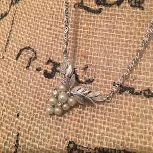 Avon vintage style necklace